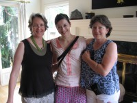 Lynn, Laura DeAngelis( Redstar's gallery manager) and Debbe Wald enjoy each other's company before dinner starts.
